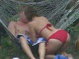 Šmírák natáčí mladý pár v akci