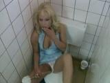 Příhoda nadržené německé paničky na veřejných záchodcích