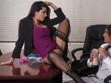 Mrduchtivá ženská se nechá pořádně ojet v kanclu