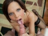 Zkušená zralá ženská vyhoní péro