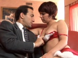 K Vánocům jí přinesl erotické hračky, pak ji oprcal