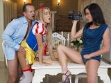 Dvě české krásky si natáčí sex ve třech