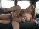 V autě s parádní čubkou