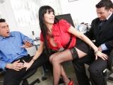 Rajcovní sekretářka potěší svého šéfa i jeho známého