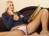 Dokonalá blondýnka se sexu nebrání