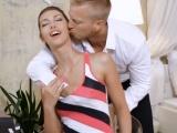 Pomiloval dlouhonohou brunetku – české porno