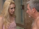 Nadržená mladá holka svedla staršího muže