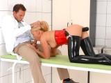 Ve své ordinaci má sexuální otrokyni