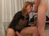 Mladík si to rozdá se starou ženskou – české porno