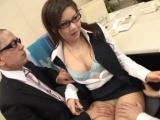 Dva japonci zneužijí v kanceláři kolegyni