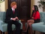 Moderátorka roztáhne nohy pro Donalda Trumpa
