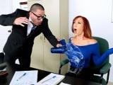 Sex v kanceláři s nadrženou zrzkou