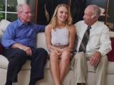 Důchodci se pobaví s mladou prcinou