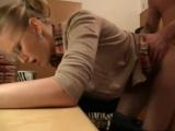 Její pohovor skončí ohnutím přes stůl – české porno