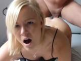 Amatérka zkouší anální sex