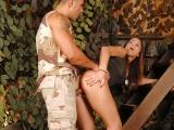 Vojanda si to rozdá s kolegou vojákem