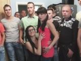 Chce otěhotnět, tak šuká s hromadou chlapů – české porno
