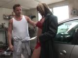 Zoufalá řidička zaplatí automechanikovi sexem