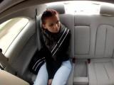 Falešný taxikář ošukal holku v autě – české porno