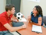 Nadržená učitelka tělocviku si užije se studentem