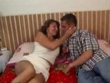 Zkušená mamina si užije se zajíčkem – české porno