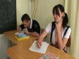 Studentka si zašuká se spolužákem, když učitel odejde