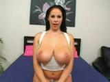 Prsatá pornohvězda Gianna Michaels si užívá mrdání
