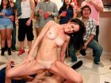 Tři pornohvězdy přišly šoustat na studentskou párty #3