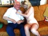 Starý dědek šuká s mladou holkou za peníze – české porno