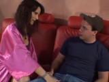 Nadržená sexy mamina souloží s mladíkem