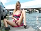 Cizinec v Praze ošukal sexy vysokoškolačku v parku