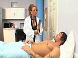 Nadržená doktorka šuká s pacientem