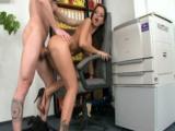 Šéf přefiknul svou kozatou sekretářku u kopírky