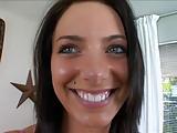Krásná potetovaná brunetka s pircingama a její šoustání