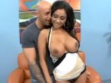 Exotická MILF Priya Rai má mokrý orgasmus
