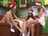 Veselé Vánoce přejí tři české lesbičky