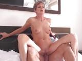 Zralá ženská se svým mladým nabíječem
