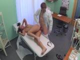 Sexuální prohlídku pacientky provedla sestřička i doktor