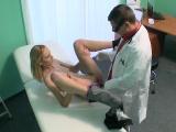 Chlípný doktor na pacientku vytasil svůj penis
