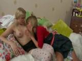 Mladé ruské lesbičky si spolu hrajou