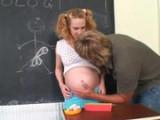 Těhotná středoškolačka ošukaná učitelem – české porno
