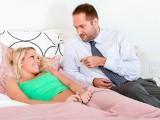 Mladá holka tajně šoustá s manželem své matky