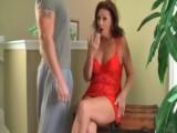 Ženská točí sexy video pro tátu, když přijde nevlastní syn