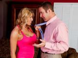 Kozatá nymfomanka svede k sexu ženatého muže