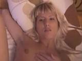 Ranní probuzení mladé blondýnky