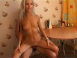 Domácí porno s pěknou mladou amatérkou