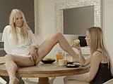 Lesbická spolubydlící jí k snídani nabídla svou kundičku