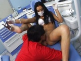 Nadržená zubařka souloží s pacientem v ordinaci