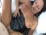 Kozatá opálená mamina šoustá na porno castingu