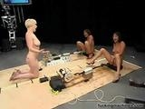 Tři kundičky testujou šukací stroje